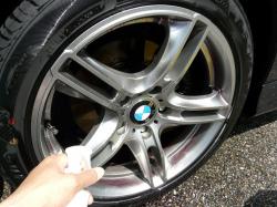鉄粉除去専用クリーナー「鉄粉除去剤1L」はBMWの様な輸入車に多いホイールのブレーキダスト落としにも極めて有効