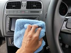 車内でもホコリのたまりやすいインパネ部分やメーター、ハンドル周辺の掃除にも最適で細かな隙間に入り込んだ汚れも逃さず除去します