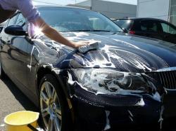 ガラスコーティング ゼウスβの施工前にシャンプー洗車をしているところ
