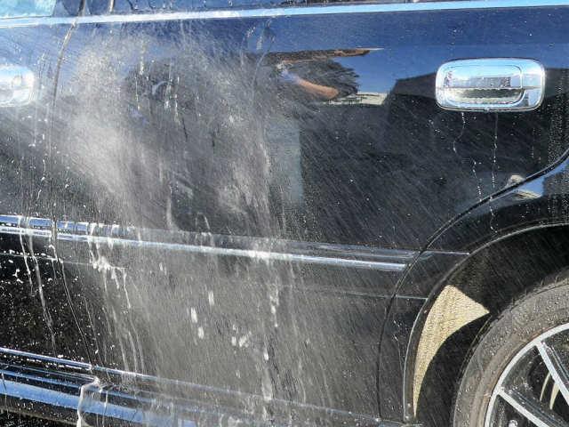 中性クリアシャンプーは洗浄力を高めつつ不要な泡立ちを抑えているので、泡切れ抜群の洗い上がり