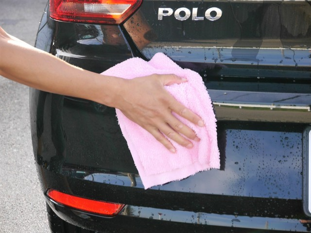 マイクロファイバークロス・タオルのなかでもピカイチの吸水性を誇り、洗車後の水滴をほとんど残さず拭き上げが可能です