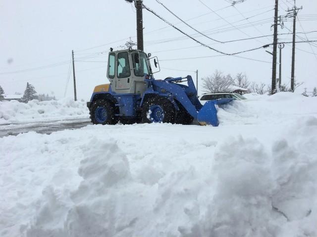 昨日も大雪で会社前の駐車場をショベルカーで除雪してもらって綺麗になったのに