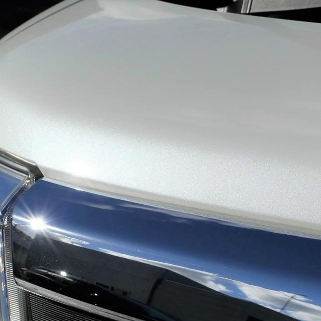 親水コーティングの被膜は淡色車のボディのメタリックも煌びやかに輝かせる
