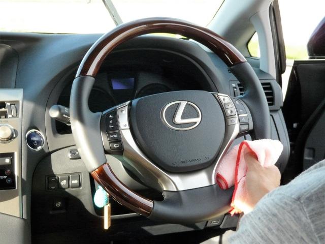 車内のクリーニング用/ルームクリーナーは優しい中性タイプなので樹脂・ファブリック・合皮・本革・ガラスも安心して拭き上げられます