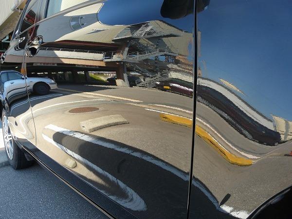 人気のカーコーティング剤「ゼウスα」を施工すると車のボディに美しい艶を与え本来の輝きを最大限引き出す