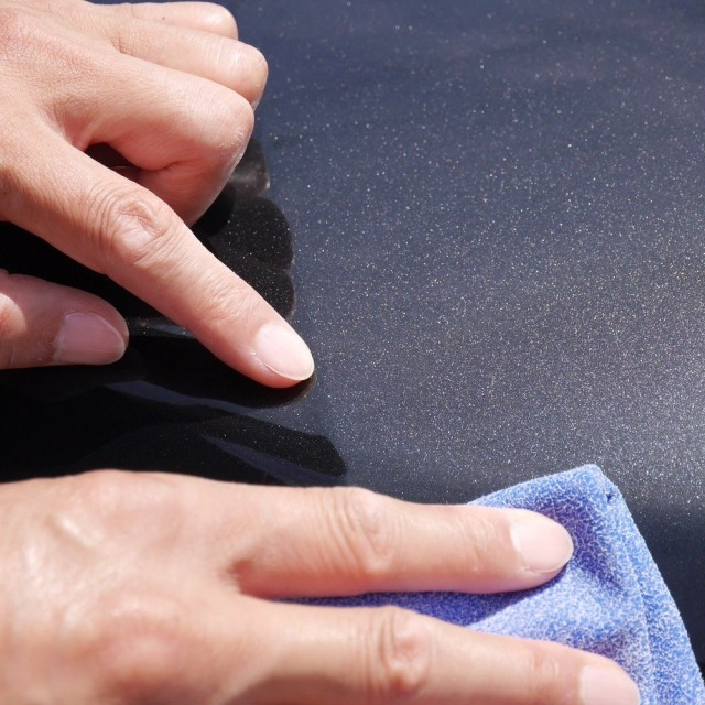 マイクロファイバーセームなら拭きキズの心配も一切なく汚れやシミをスッキリ拭き取ることができ、美しいボディに仕上げることが可能です