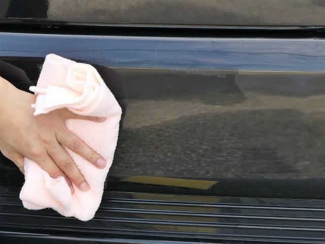NEWタイプのPremiumクロスPinkはコーティングの仕上げ拭きだけでなく吸水性も抜群でさまざまな愛車お手入れに最適