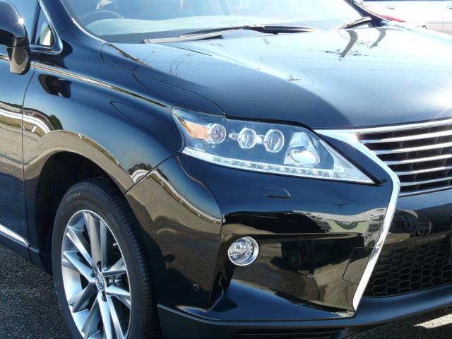 「クイックワン・シャンプー」で洗車するだけでご覧のとおり。適正配合されたクリーナー効果で一皮むけたような光り輝くボディに復活