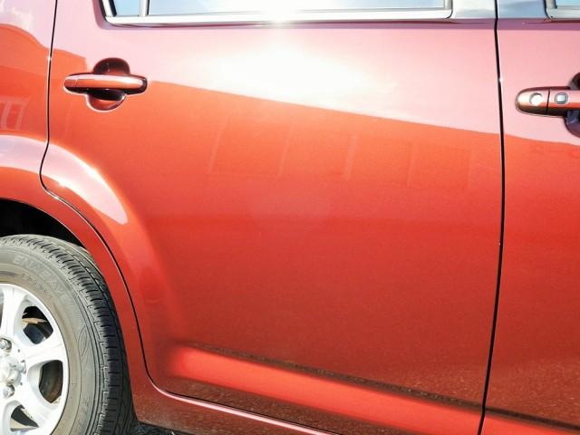 見事にくすみや洗車キズ・小キズを消し、深めの傷もほとんど目立たなくなって別の車や新車かと思うほどの艶・光沢で輝くトヨタパッソ