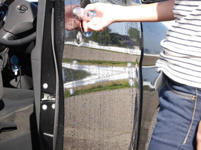 高品質なコーティング成分として高機能シリコーンを配合しているので水なしコーティングでも満足感の高い光沢感と撥水効果の両立を実現