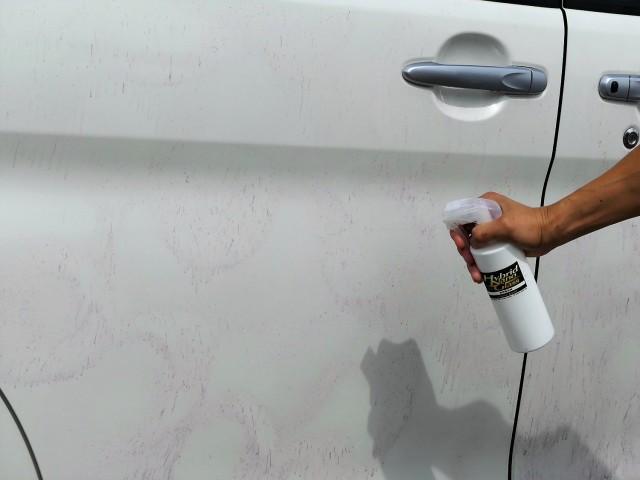 鉄粉除去剤は基本的に洗車前のボディにスプレーして使用します