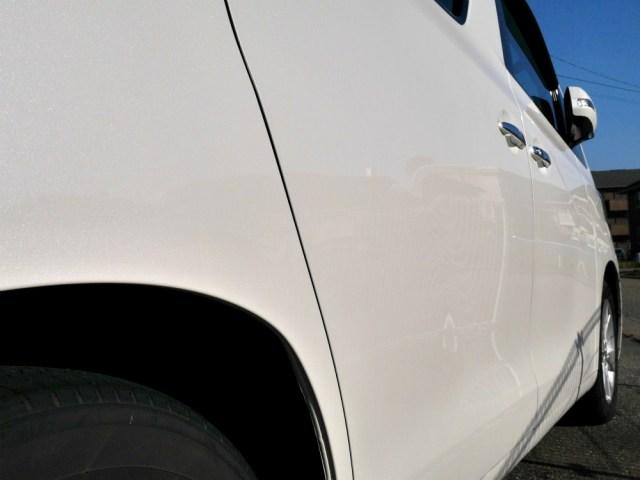 ガラスコーティングW-SHIELDはホワイト・パール系ボディーカラーのトヨタの大型ミニバン/ヴェルファイアでも見違えるほどの効果を発揮