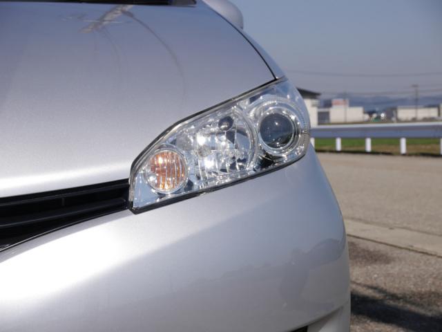 ヘッドライトの傷・黄ばみ・くすみをコンパウンドで磨きホイールコーティング等コーティング剤を施工すると細かな傷を隠して保護ます2