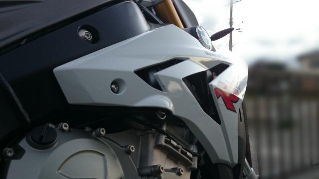 BMWのバイクS1000Rにガラスコーティング「ゼウス」とコーティングコンディショナーの特別セット「2011アニバーサリーセット」を施工したコーティング評判・効果・レビュー・口コミ