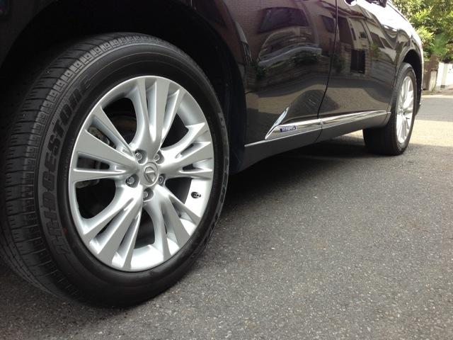 レクサス・RX450hのコーティング評価・口コミ。ハイブリッドナノガラスのタイヤコーティングエクストラを使用。