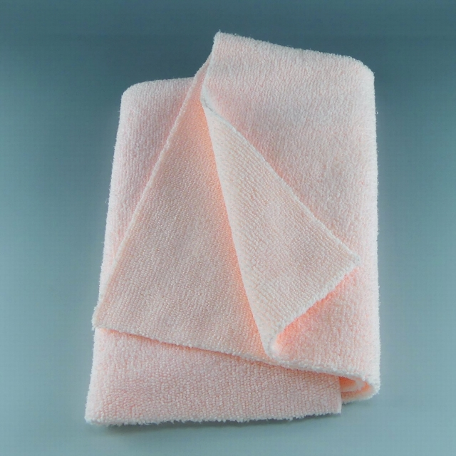 カーケア用クロス・タオルとしては最上級のやわらかさで表裏・縫いフチ・タブもなく上質なマイクロファイバーでキズを防ぐ高級クロス/匠
