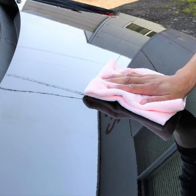 濃色車のコーティングやカーケアにも安心!やわらかクロスでキズを防ぎ、拭き残しもなく美しい仕上がりに!鏡面仕上げの車のボンネット