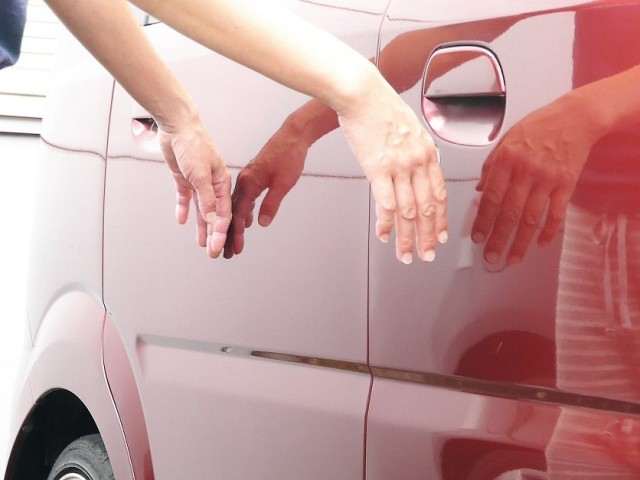 コーティング被膜の乾燥・定着後はスベスベで滑らかな手触りでついつい触り続けていたくなる