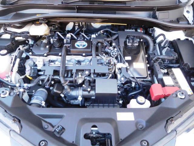 ボディだけでなくエンジンルームも新車のような美しさのトヨタCH-R