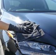 高級車・輸入車のカーケアに相応しいプレミアム・マイクロファイバークロス「ブラッククロス」で洗車後のレクサスRXを拭き上げ