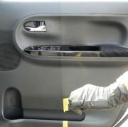 ハイブリッドナノガラスのクルマの樹脂専用コーティングは、白く劣化した車の樹脂パーツを黒く復活させて長期間美しく保護します