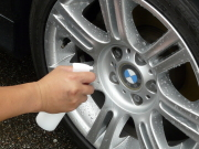 ガラスコーティング‐ハイブリッドナノガラス/ゼウスβを車のアルミホイールに直接吹き付けて使用