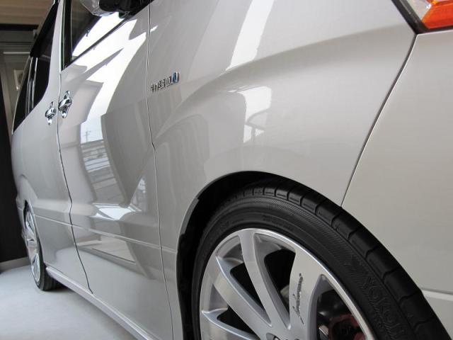 ガラスコーティングのハイブリッドナノガラスのゼウスを施工した車