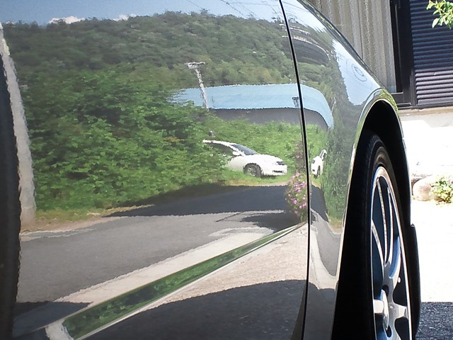 ハイブリッドナノガラスの硬化系コーティングW-SHIELDを施工した車